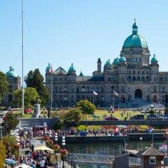 Отель Royal Scot Hotel & Suites Канада, Виктория - отзывы, цены и фото номеров - забронировать отель Royal Scot Hotel & Suites онлайн приотельная территория фото 2