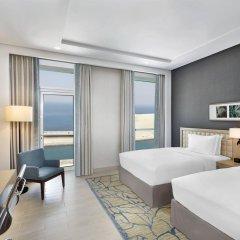 Отель DoubleTree by Hilton Dubai Jumeirah Beach 4* Семейный люкс с 2 отдельными кроватями
