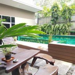 Отель Benjamas Place бассейн