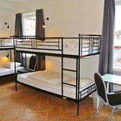 Отель Marken Guesthouse Кровать в мужском общем номере фото 5