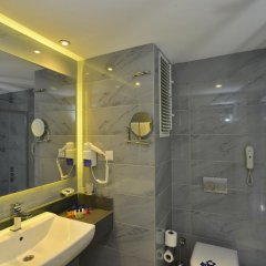 Sunmelia Beach Resort Hotel & Spa Турция, Чолакли - 3 отзыва об отеле, цены и фото номеров - забронировать отель Sunmelia Beach Resort Hotel & Spa - All Inclusive онлайн ванная