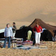 Отель Merzouga Riad and Bivouac Excursion Марокко, Мерзуга - отзывы, цены и фото номеров - забронировать отель Merzouga Riad and Bivouac Excursion онлайн приотельная территория