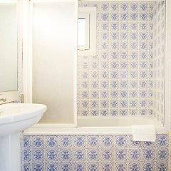 Отель Fira Guest House ванная