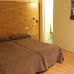 Отель Hostal Baires Стандартный номер двуспальная кровать (общая ванная комната) фото 3