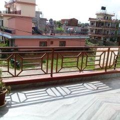 Отель Lakeway Apartments and Rooms Непал, Покхара - отзывы, цены и фото номеров - забронировать отель Lakeway Apartments and Rooms онлайн балкон