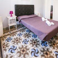 Отель Hostal Balmes Centro Стандартный номер с двуспальной кроватью (общая ванная комната) фото 3