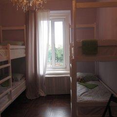 Hostel DomZhur Кровать в общем номере с двухъярусными кроватями