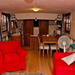 Отель The Hoop Houseboat Нидерланды, Амстердам - отзывы, цены и фото номеров - забронировать отель The Hoop Houseboat онлайн интерьер отеля