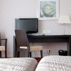 Отель Carlton 3* Улучшенный номер с различными типами кроватей фото 13