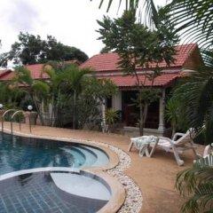 Отель M Place House бассейн