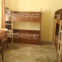 Гостиница LeoHostel Кровать в общем номере с двухъярусной кроватью