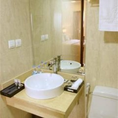 Authentic Hanoi Boutique Hotel 4* Улучшенный номер с различными типами кроватей фото 9