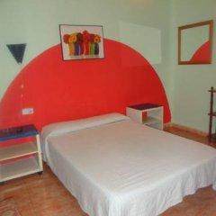 Отель Hostal Becerrea 2* Стандартный номер с двуспальной кроватью (общая ванная комната)