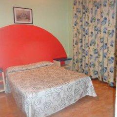 Отель Hostal Becerrea 2* Стандартный номер с двуспальной кроватью (общая ванная комната) фото 3