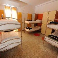 Хостел Sunflower Beach Кровать в общем номере с двухъярусными кроватями