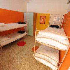 Хостел Sunflower Beach Кровать в общем номере с двухъярусными кроватями фото 3
