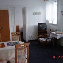 Отель Zlaty Jelen Апартаменты с различными типами кроватей фото 6