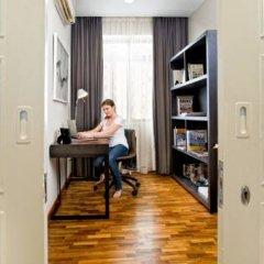 Отель Fraser Residence Orchard Улучшенные апартаменты с различными типами кроватей фото 3