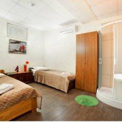 Гостиница Маринара Стандартный номер с двуспальной кроватью (общая ванная комната)