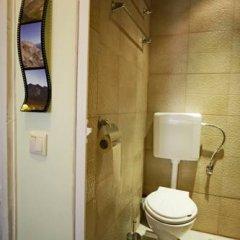 Отель Trakia Bed & Breakfast 2* Стандартный номер с различными типами кроватей (общая ванная комната) фото 11