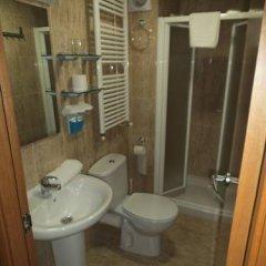 Отель Hostal Sant Sadurní Стандартный семейный номер с двуспальной кроватью фото 4