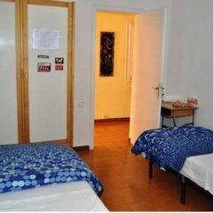 Отель Pintor Pahissa Rooms Стандартный номер с двуспальной кроватью (общая ванная комната)