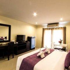 Отель Meesuk Place Номер Делюкс с двуспальной кроватью