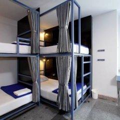 Отель Sino Backpacker Кровать в общем номере фото 5