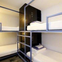 Отель Sino Backpacker Кровать в общем номере фото 2