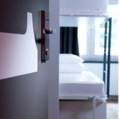 Отель Generator Berlin Mitte Кровать в общем номере фото 3