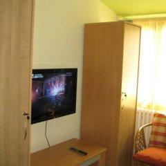 Hostel Oasis Стандартный номер с 2 отдельными кроватями (общая ванная комната) фото 3
