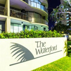Отель The Waterford on Main Beach Апартаменты с различными типами кроватей фото 15