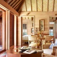 Отель Four Seasons Resort Bora Bora 5* Бунгало с различными типами кроватей фото 24