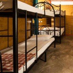 Phuket Ghetto Child Hostel Кровать в общем номере фото 3