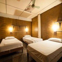 Phuket Ghetto Child Hostel Кровать в общем номере