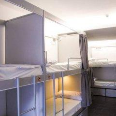 Отель St Christopher's Inn Кровать в общем номере фото 11