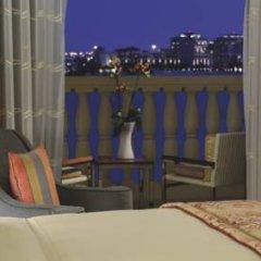 Отель The Ritz-Carlton Abu Dhabi, Grand Canal 5* Номер Делюкс с различными типами кроватей фото 4