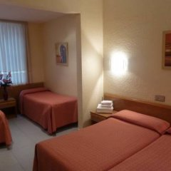 Отель Hostal Iznajar Barcelona Стандартный номер с различными типами кроватей фото 7