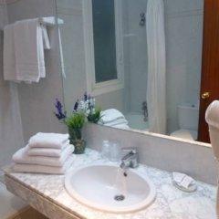 Отель Hostal Iznajar Barcelona Стандартный номер с 2 отдельными кроватями (общая ванная комната) фото 7