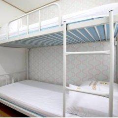 Отель K-POP GUESTHOUSE Seoul Station 2* Стандартный номер с 2 отдельными кроватями (общая ванная комната) фото 7