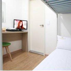 Отель K-POP GUESTHOUSE Seoul Station 2* Стандартный номер с 2 отдельными кроватями (общая ванная комната) фото 4