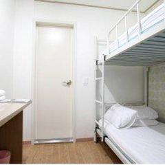 Отель K-POP GUESTHOUSE Seoul Station 2* Стандартный номер с 2 отдельными кроватями фото 4