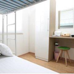 Отель K-POP GUESTHOUSE Seoul Station 2* Стандартный номер с 2 отдельными кроватями (общая ванная комната) фото 3