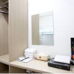 Отель K-POP GUESTHOUSE Seoul Station 2* Стандартный номер с 2 отдельными кроватями (общая ванная комната) фото 5
