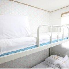 Отель K-POP GUESTHOUSE Seoul Station 2* Стандартный номер с 2 отдельными кроватями (общая ванная комната) фото 6