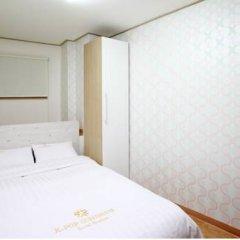 Отель K-POP GUESTHOUSE Seoul Station 2* Стандартный номер с двуспальной кроватью (общая ванная комната) фото 6