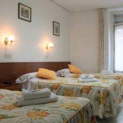 Отель Hostal Faustino Стандартный номер с различными типами кроватей фото 9