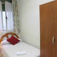 Отель Hostal Faustino Стандартный номер с 2 отдельными кроватями (общая ванная комната) фото 3