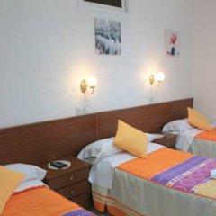 Отель Hostal Faustino Стандартный номер с различными типами кроватей фото 5