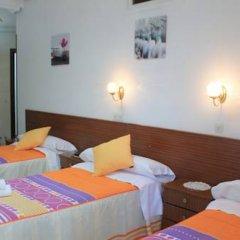 Отель Hostal Faustino Стандартный номер с различными типами кроватей фото 8